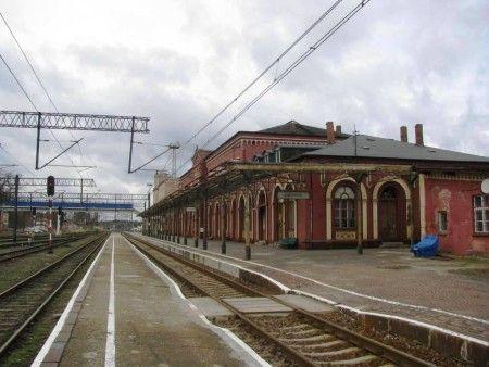 Dworzec kolejowy w Węglińcu.
