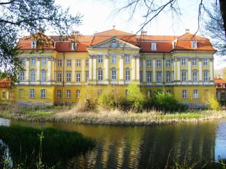 Pałac w Radomierzycach.