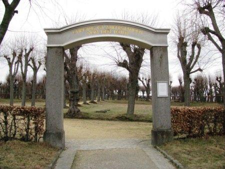 Niezwykły cmentarz